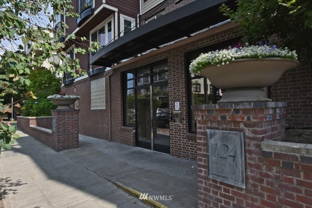 Sold Property | 124 Bellevue Avenue E #700 Seattle, WA 98102 1