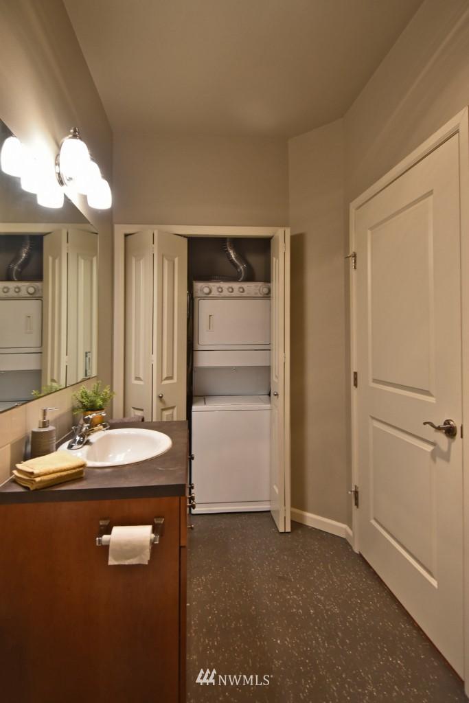 Sold Property | 124 Bellevue Avenue E #700 Seattle, WA 98102 12