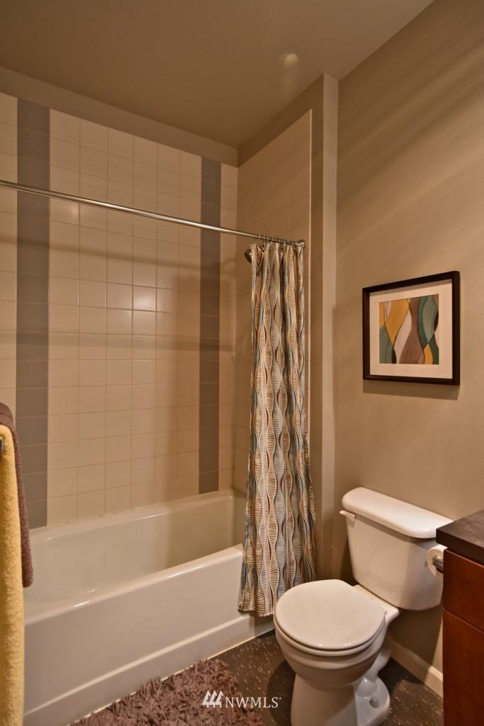 Sold Property | 124 Bellevue Avenue E #700 Seattle, WA 98102 13