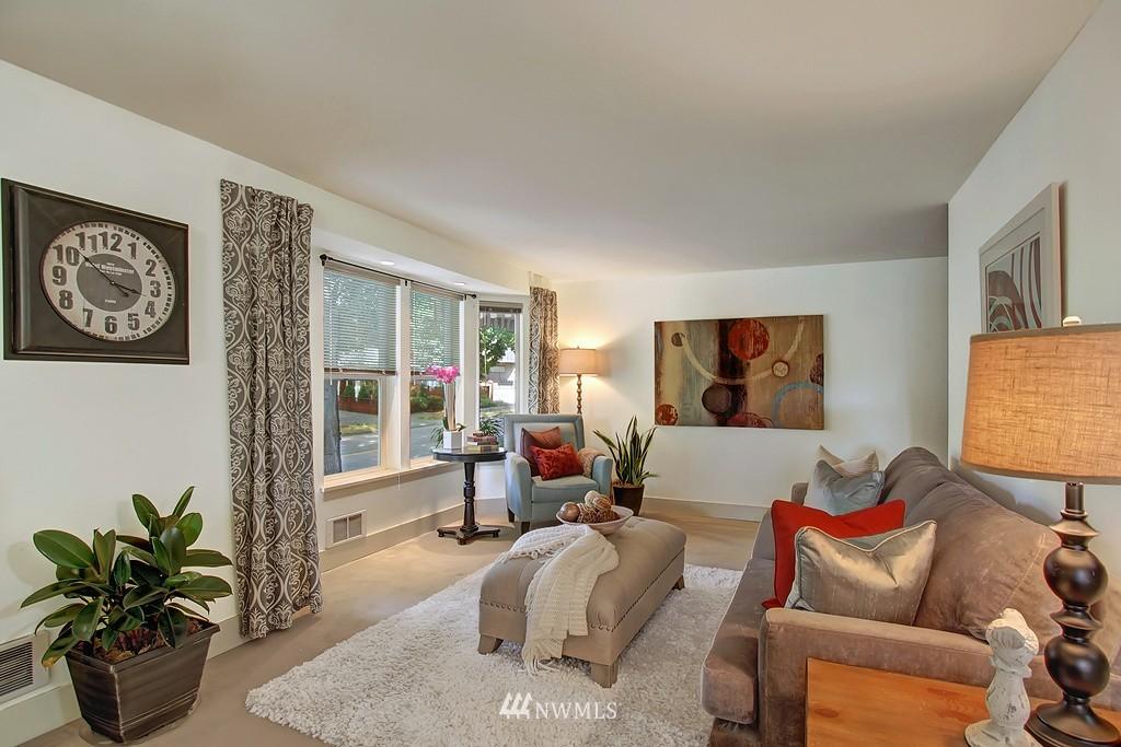 Sold Property | 209 N 39th Street #101 Seattle, WA 98103 2