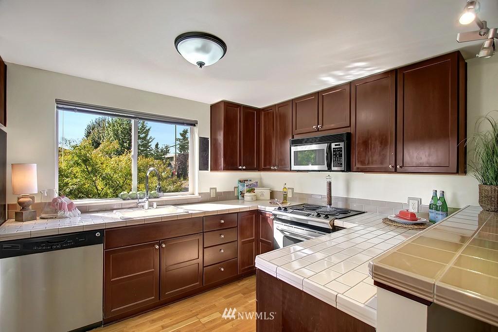 Sold Property | 209 N 39th Street #101 Seattle, WA 98103 4