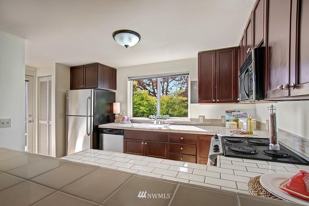 Sold Property | 209 N 39th Street #101 Seattle, WA 98103 5