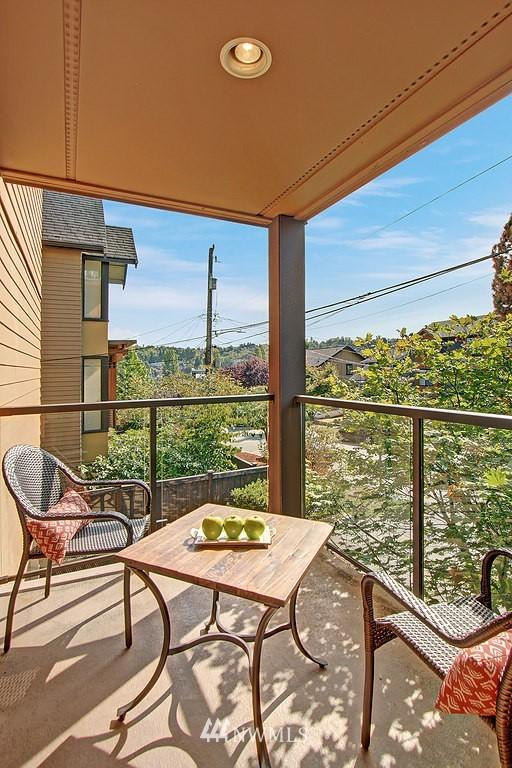 Sold Property | 209 N 39th Street #101 Seattle, WA 98103 7