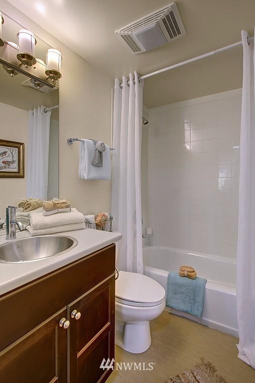 Sold Property | 209 N 39th Street #101 Seattle, WA 98103 8