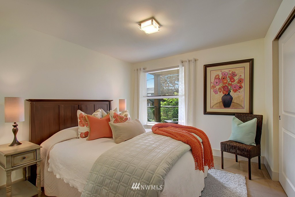 Sold Property | 209 N 39th Street #101 Seattle, WA 98103 9