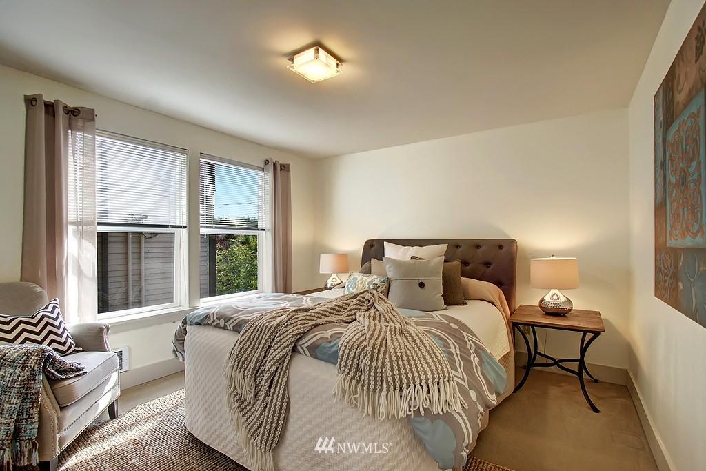 Sold Property | 209 N 39th Street #101 Seattle, WA 98103 11