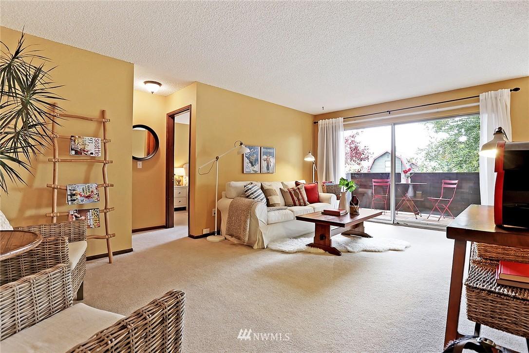 Sold Property   8217 5th Avenue NE #202 Seattle, WA 98115 3