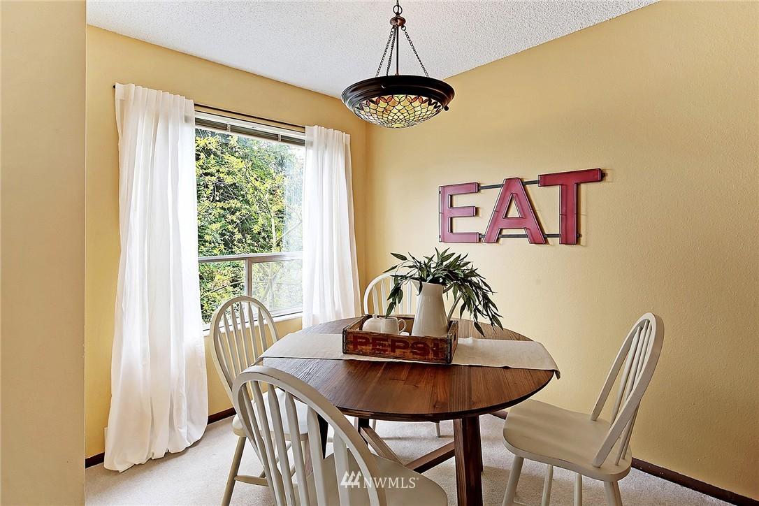 Sold Property   8217 5th Avenue NE #202 Seattle, WA 98115 4