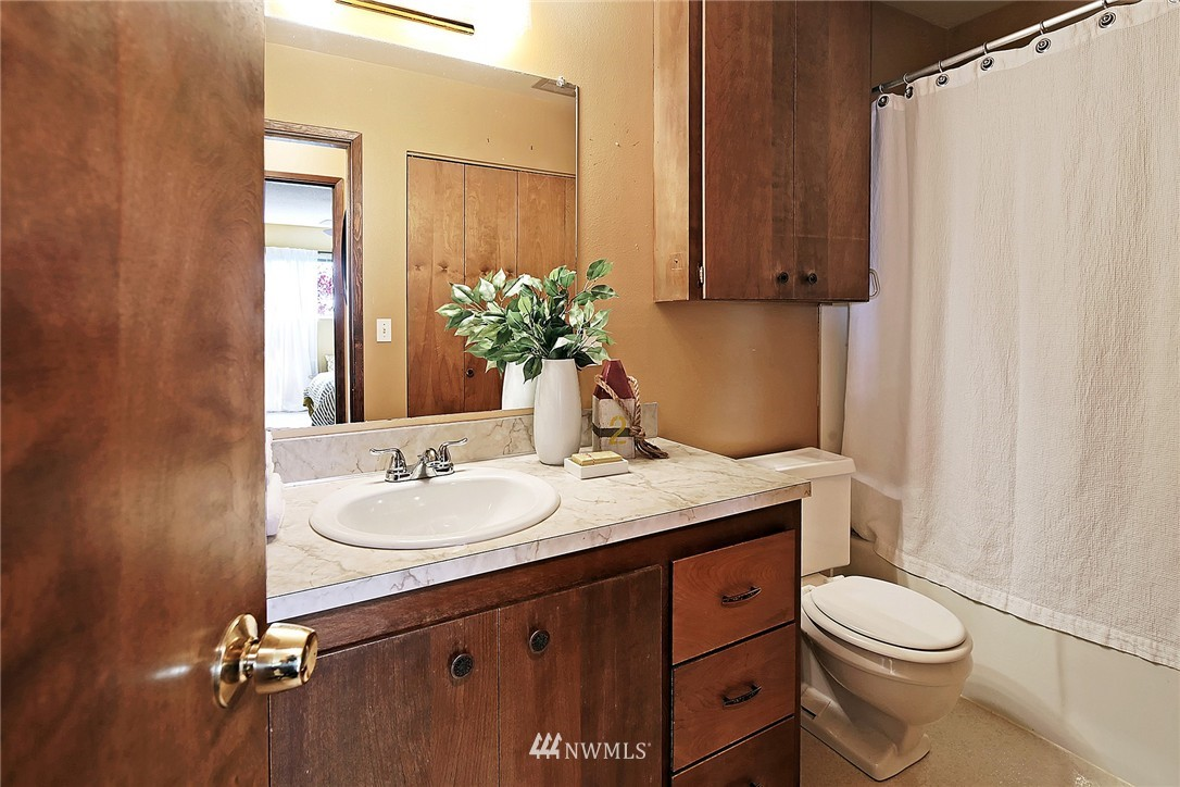 Sold Property   8217 5th Avenue NE #202 Seattle, WA 98115 9