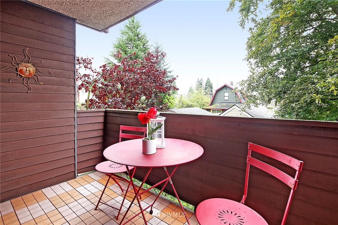 Sold Property   8217 5th Avenue NE #202 Seattle, WA 98115 10