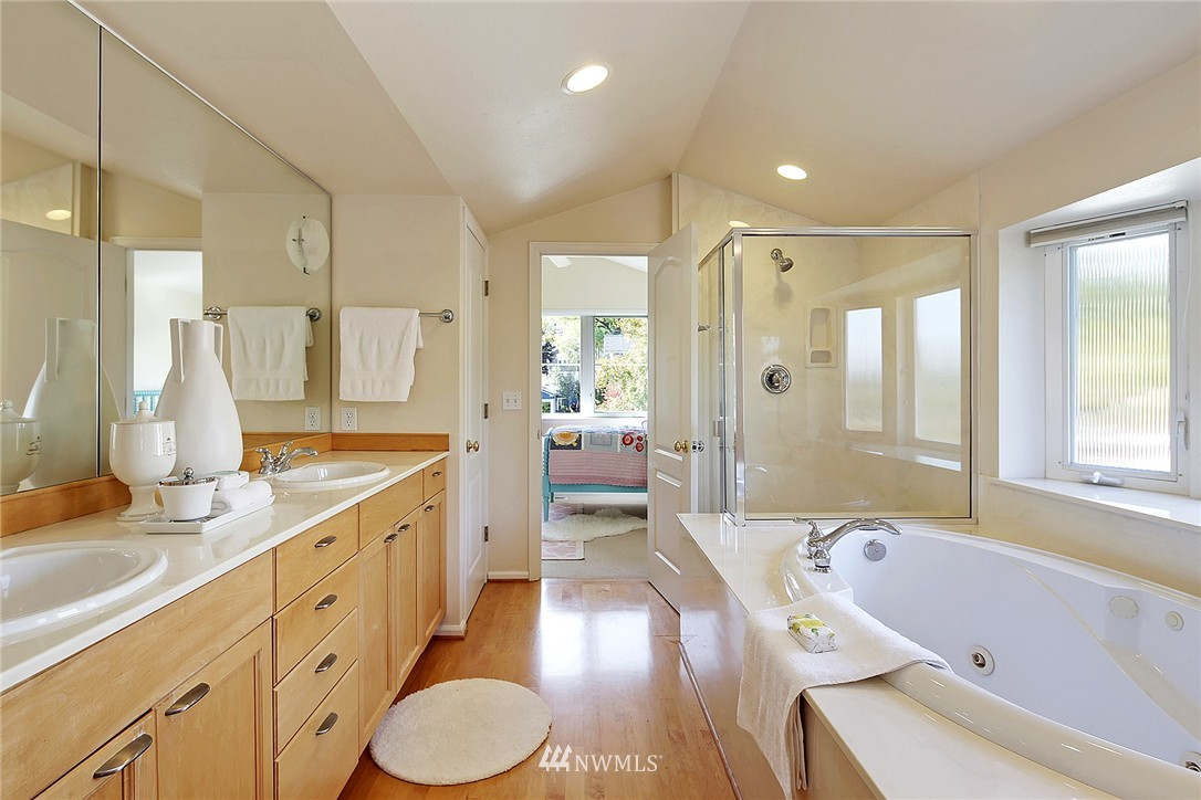 Sold Property | 6232 53rd Avenue NE Seattle, WA 98115 8