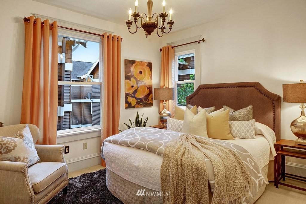 Sold Property | 521 16th Avenue E #3 Seattle, WA 98112 6