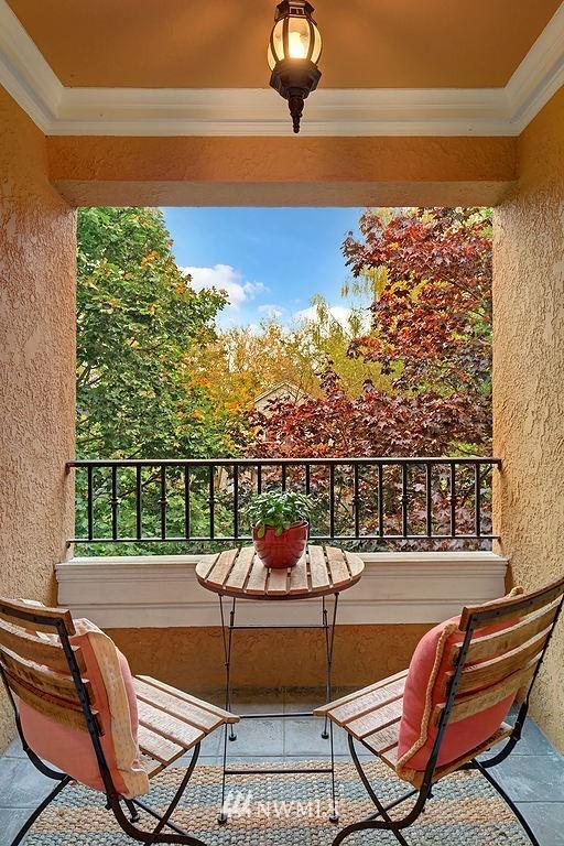 Sold Property | 521 16th Avenue E #3 Seattle, WA 98112 9