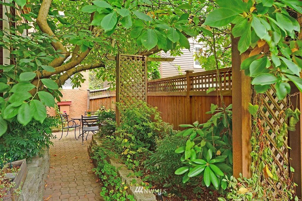 Sold Property | 521 16th Avenue E #3 Seattle, WA 98112 10