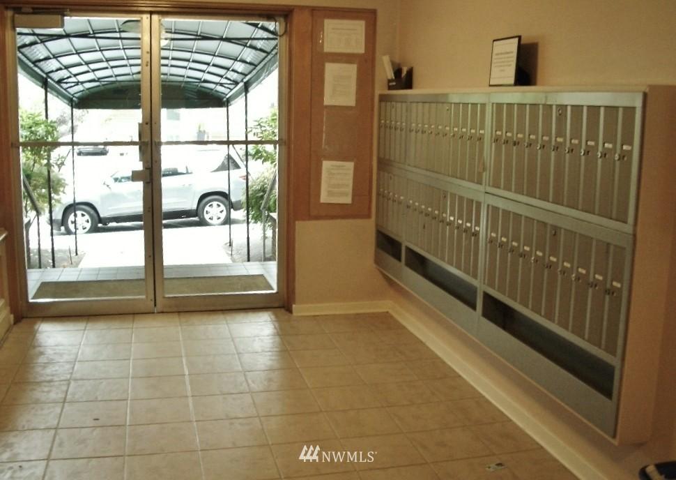 Sold Property | 1800 Taylor Avenue N #1 Seattle, WA 98109 2