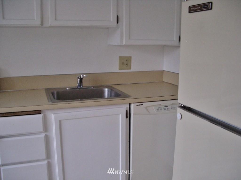Sold Property | 1800 Taylor Avenue N #1 Seattle, WA 98109 8
