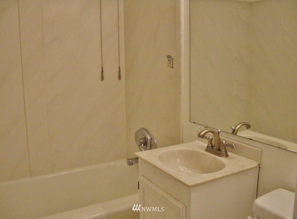 Sold Property | 1800 Taylor Avenue N #1 Seattle, WA 98109 10