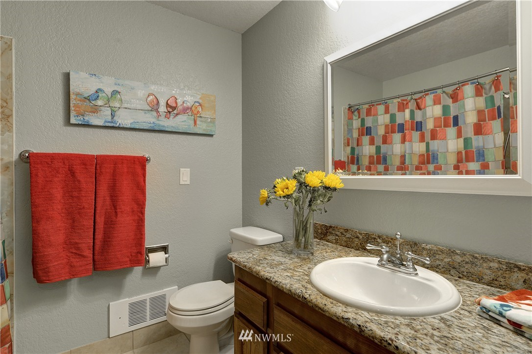 Sold Property | 12035 32nd Avenue NE #305 Seattle, WA 98125 10