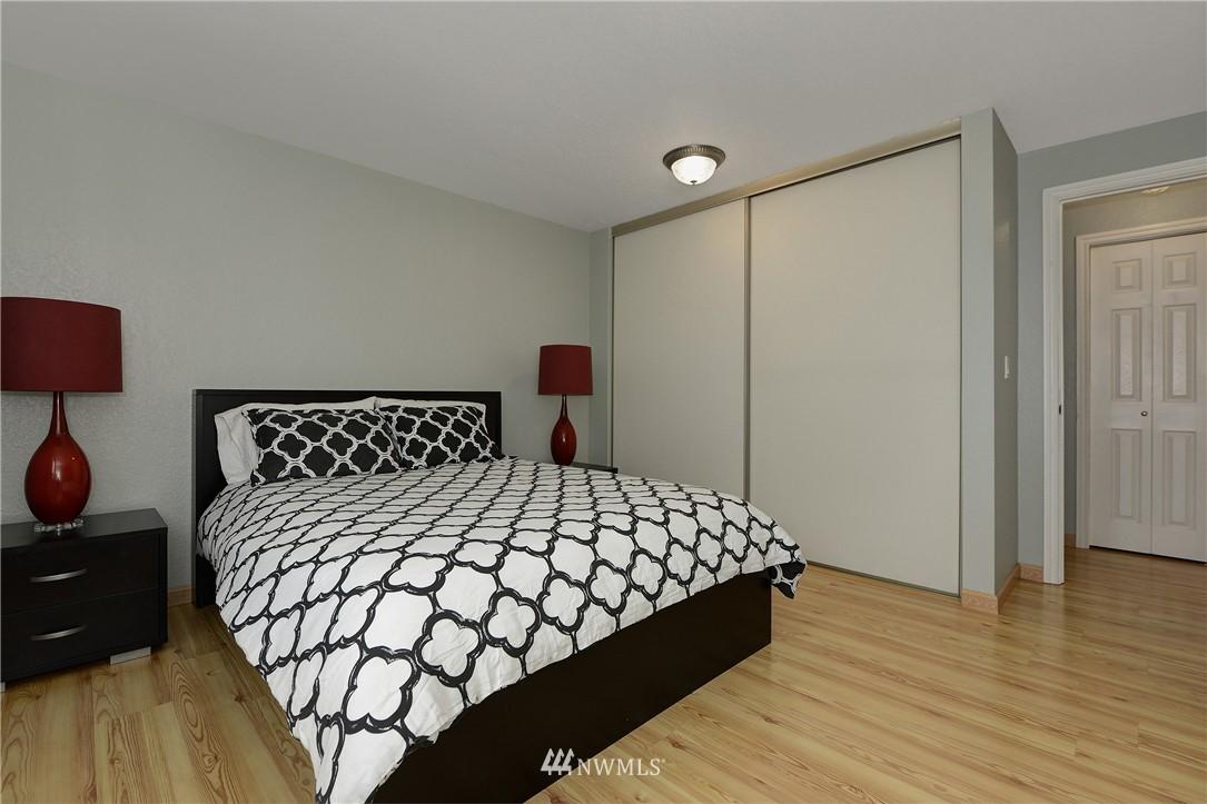 Sold Property | 12035 32nd Avenue NE #305 Seattle, WA 98125 9