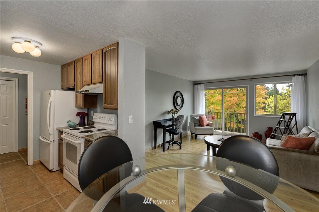 Sold Property | 12035 32nd Avenue NE #305 Seattle, WA 98125 3