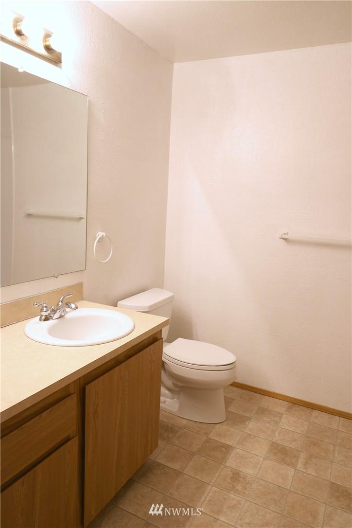 Sold Property | 17419 119th Lane SE #E24 Renton, WA 98058 3