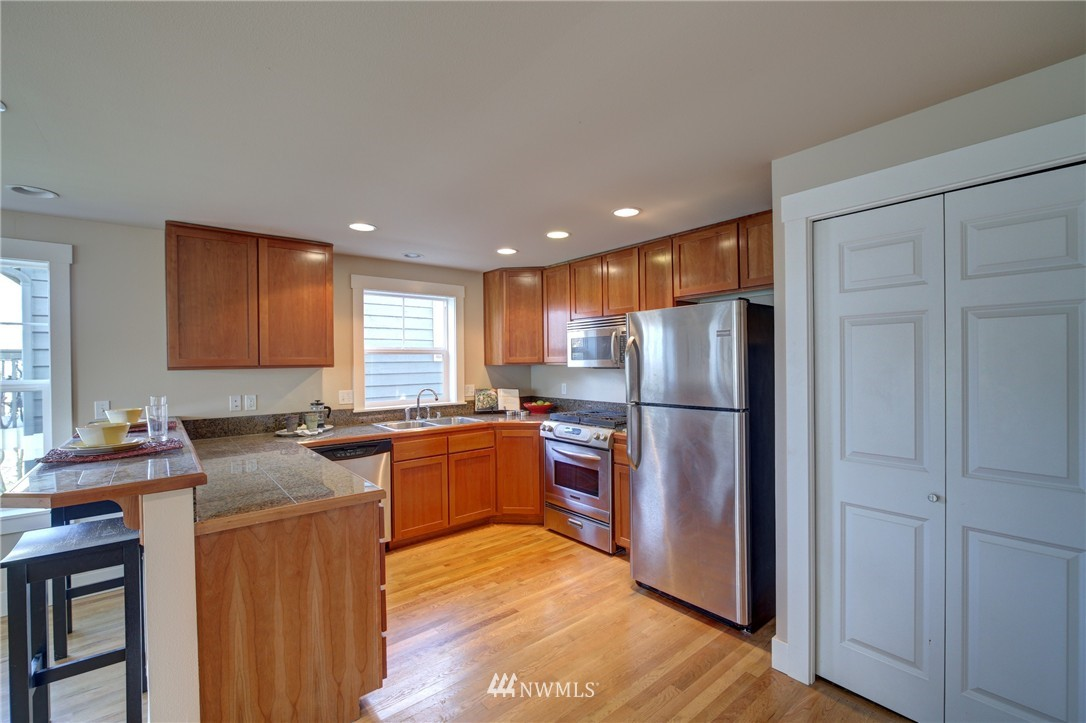 Sold Property | 8532 Stone Avenue N #B Seattle, WA 98103 5
