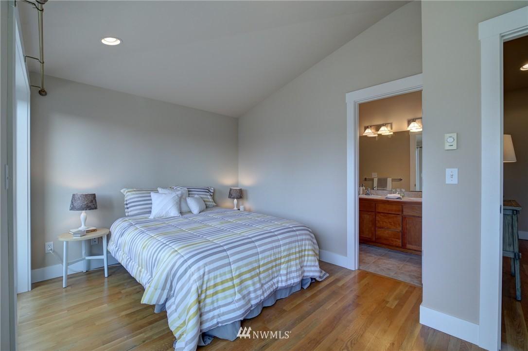Sold Property | 8532 Stone Avenue N #B Seattle, WA 98103 11