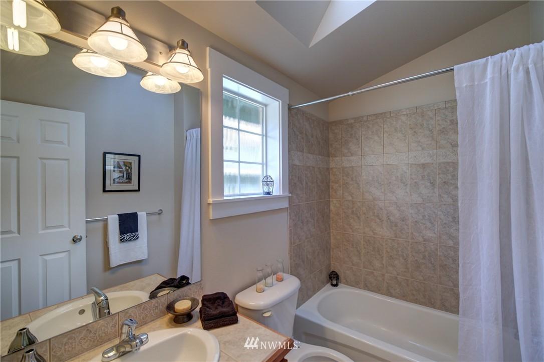 Sold Property | 8532 Stone Avenue N #B Seattle, WA 98103 15