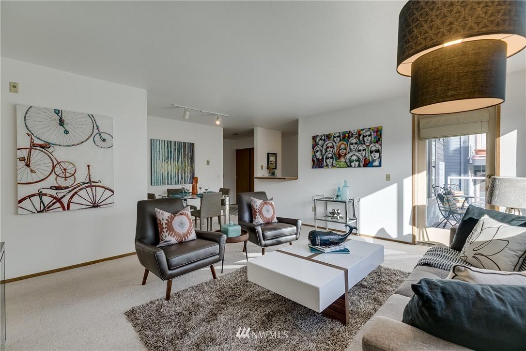 Sold Property   4421 Greenwood Avenue N #301 Seattle, WA 98103 3