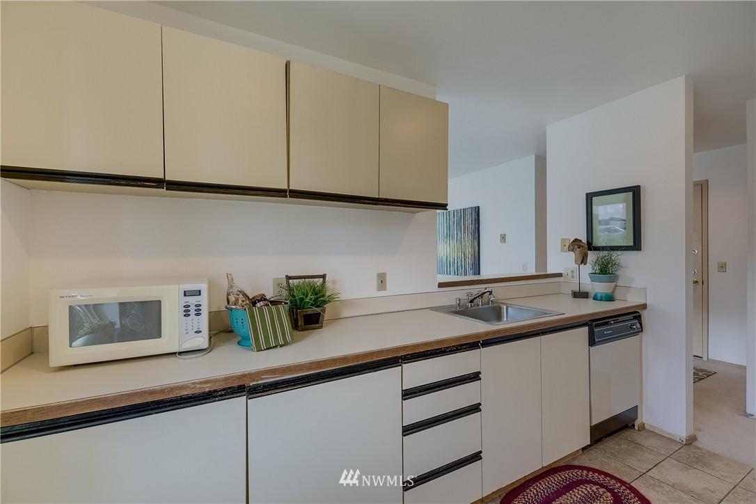 Sold Property   4421 Greenwood Avenue N #301 Seattle, WA 98103 7