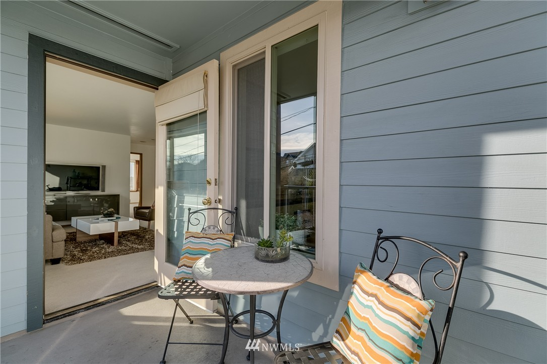 Sold Property   4421 Greenwood Avenue N #301 Seattle, WA 98103 14