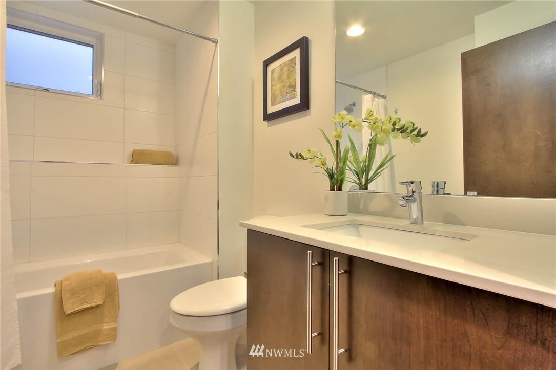 Sold Property | 708 11th Avenue E Seattle, WA 98102 4