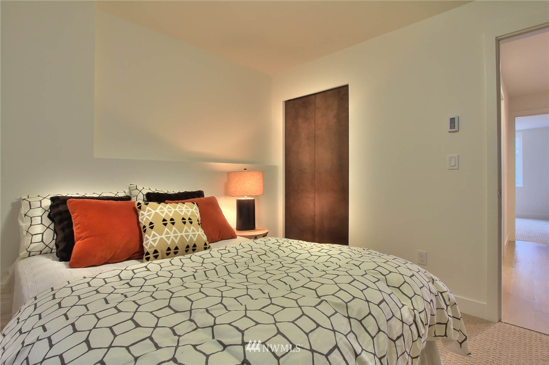 Sold Property | 708 11th Avenue E Seattle, WA 98102 3