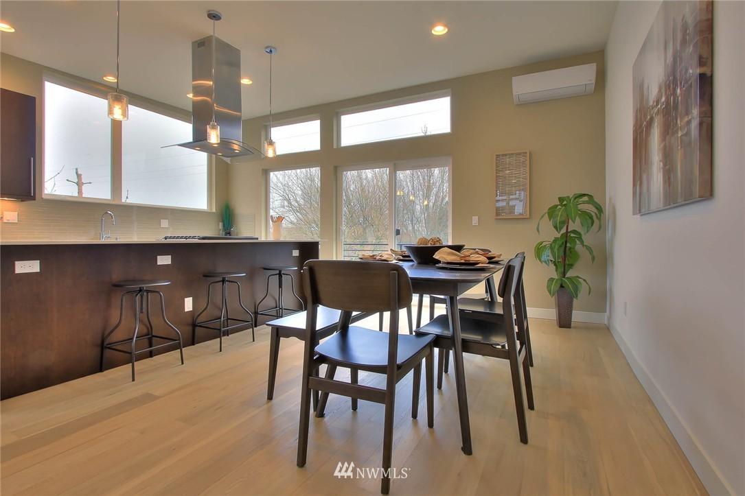 Sold Property | 708 11th Avenue E Seattle, WA 98102 9