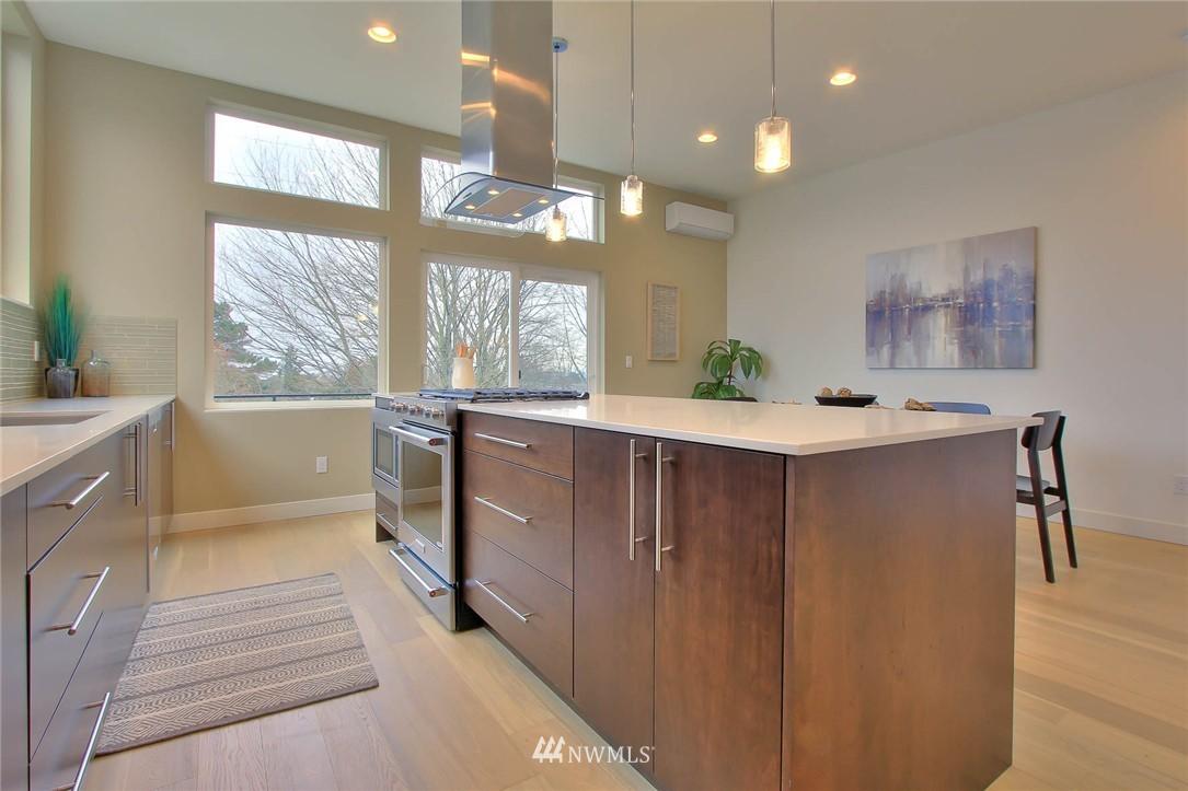 Sold Property | 708 11th Avenue E Seattle, WA 98102 10
