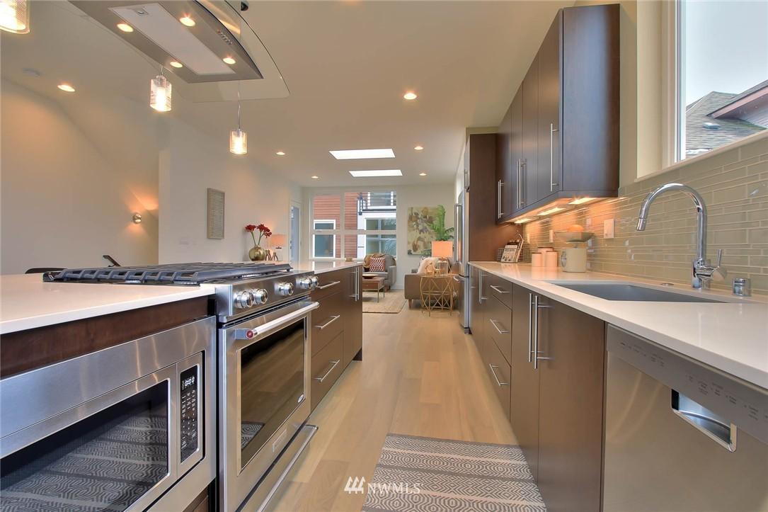 Sold Property | 708 11th Avenue E Seattle, WA 98102 11