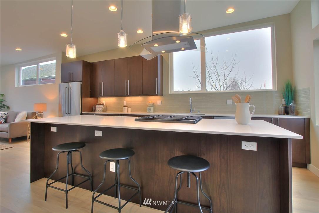 Sold Property | 708 11th Avenue E Seattle, WA 98102 8