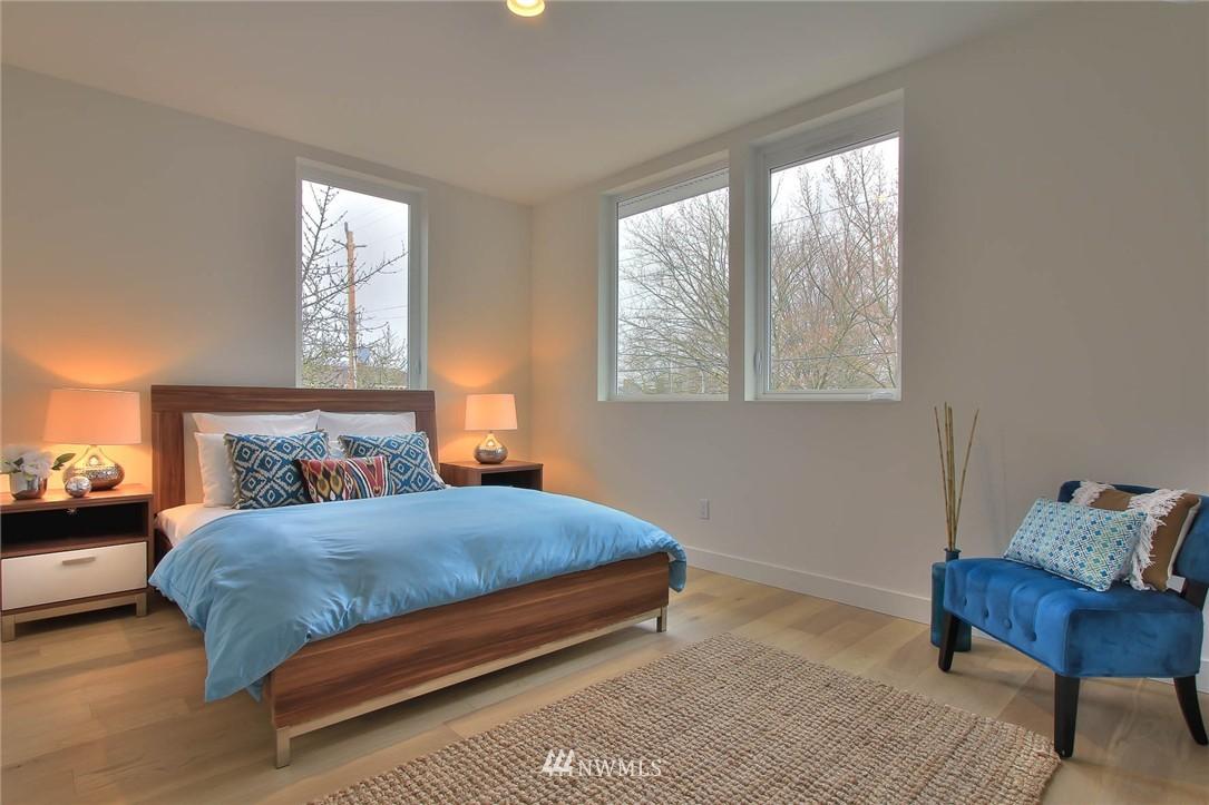Sold Property | 708 11th Avenue E Seattle, WA 98102 16
