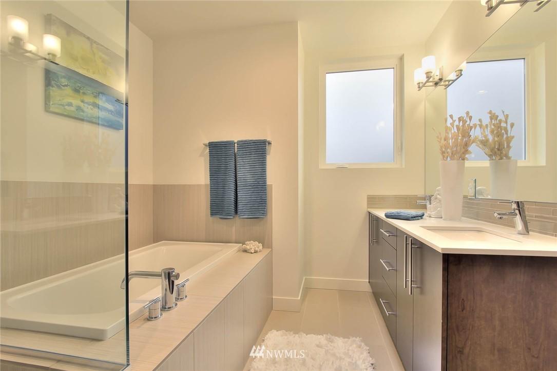 Sold Property | 708 11th Avenue E Seattle, WA 98102 17
