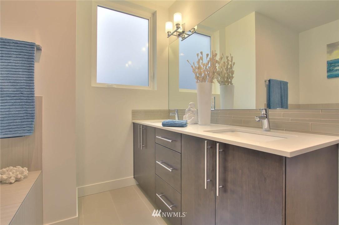 Sold Property | 708 11th Avenue E Seattle, WA 98102 18