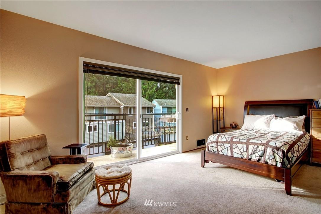 Sold Property | 738 N 161st Place Shoreline, WA 98133 11