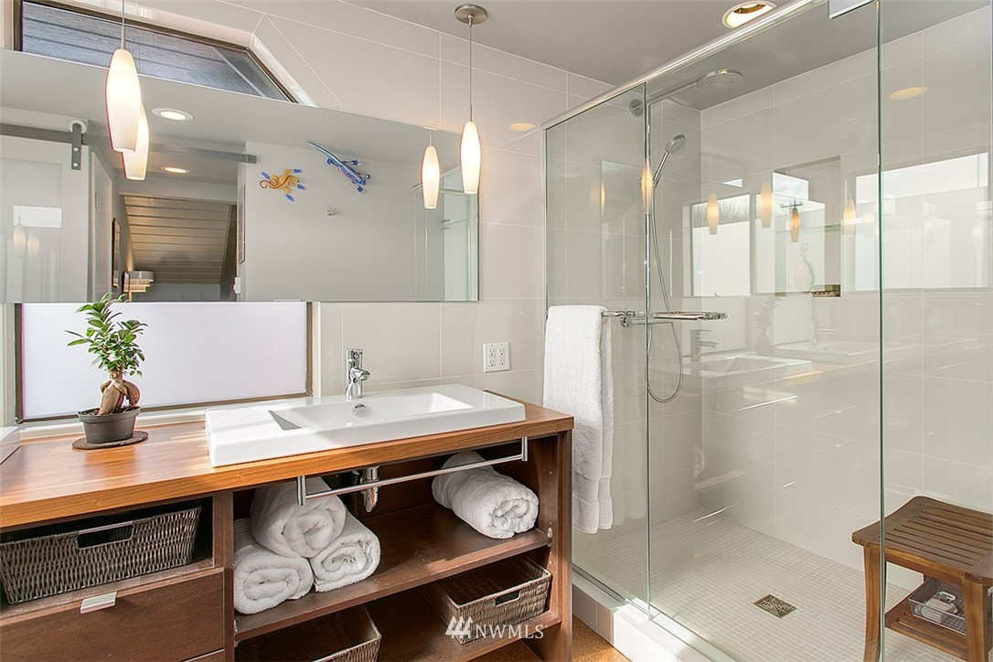Sold Property | 2219 Fairview Avenue E #2 Seattle, WA 98102 9