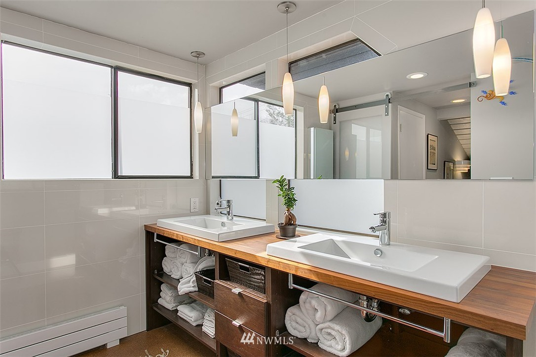 Sold Property | 2219 Fairview Avenue E #2 Seattle, WA 98102 10