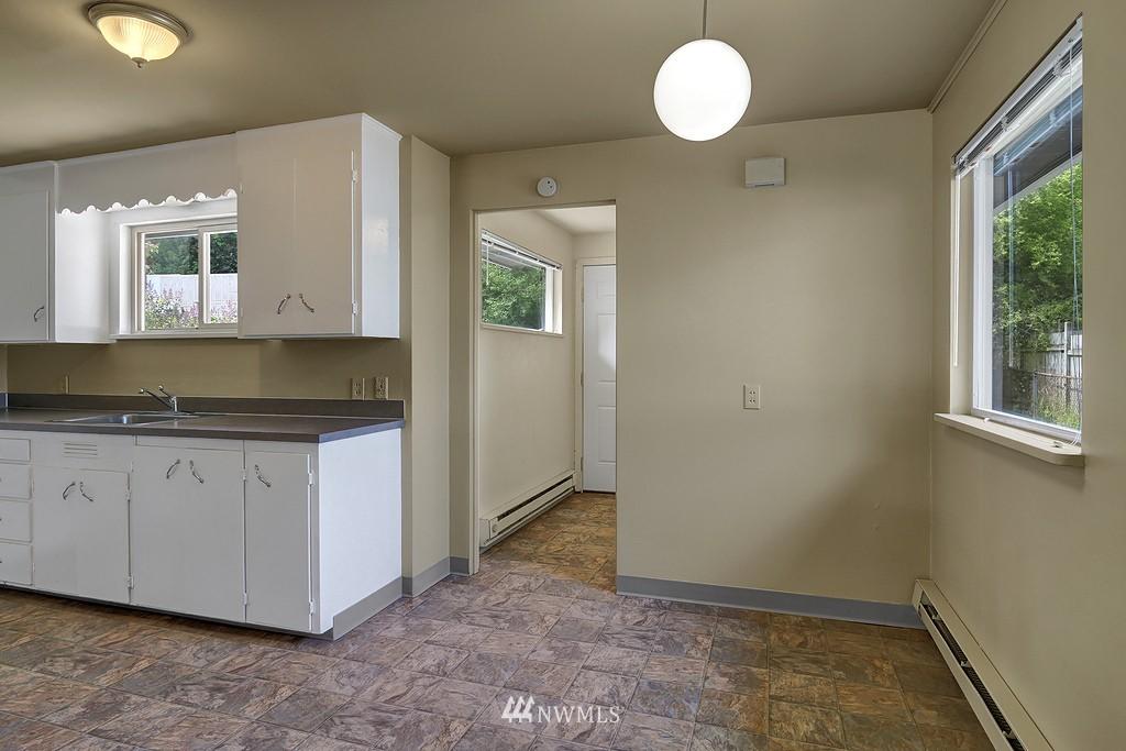 Sold Property | 5923 47th Avenue S Seattle, WA 98118 4