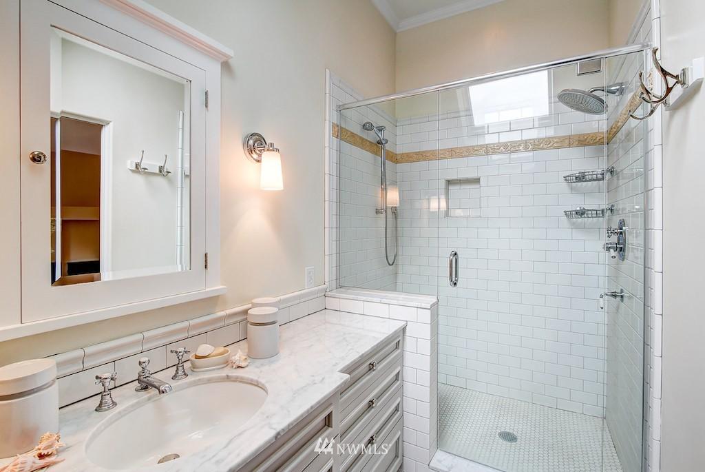 Sold Property | 521 36th Avenue E Seattle, WA 98112 12