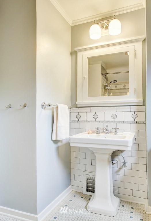 Sold Property | 521 36th Avenue E Seattle, WA 98112 14
