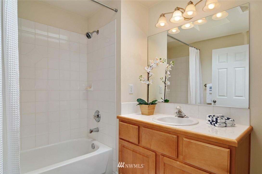 Sold Property   7828 Banner Way NE Seattle, WA 98115 12