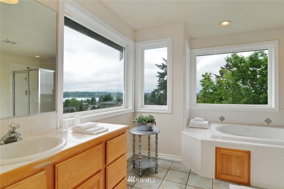 Sold Property   7828 Banner Way NE Seattle, WA 98115 10