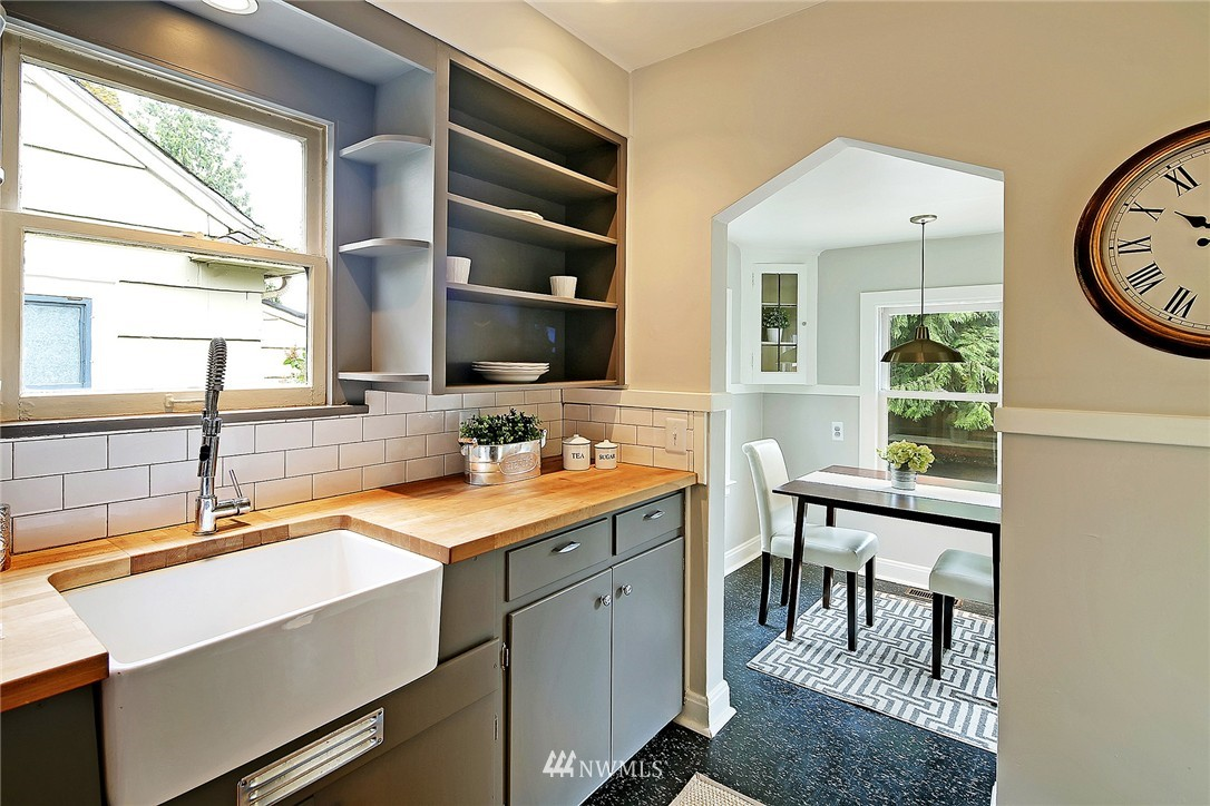 Sold Property   6727 12th Avenue NW Seattle, WA 98117 4