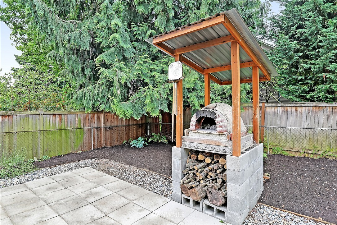 Sold Property   6727 12th Avenue NW Seattle, WA 98117 16